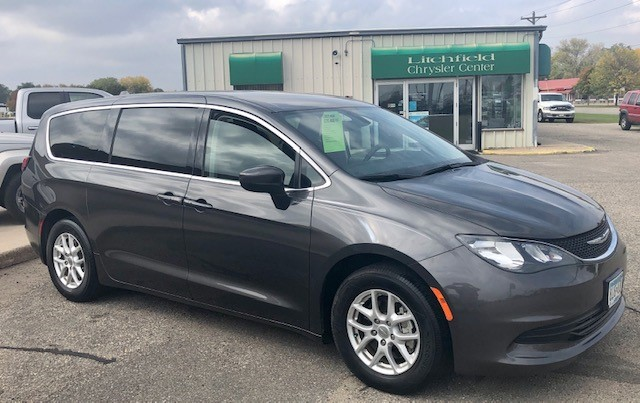 Used 2017 Chrysler Pacifica Touring with VIN 2C4RC1DG8HR516765 for sale in Litchfield, Minnesota