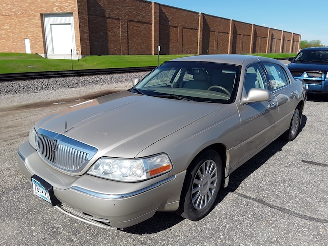 Used 2005 Lincoln Town Car Signature Sedan in Litchfield
