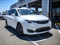 New 2019 Chrysler Pacifica Hybrid TOURING PLUS Passenger Van in Concord, CA