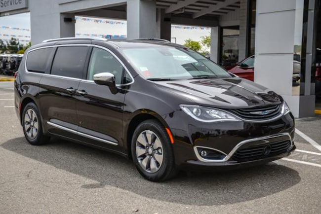 New 2018 Chrysler Pacifica Hybrid LIMITED Passenger Van in Concord, CA