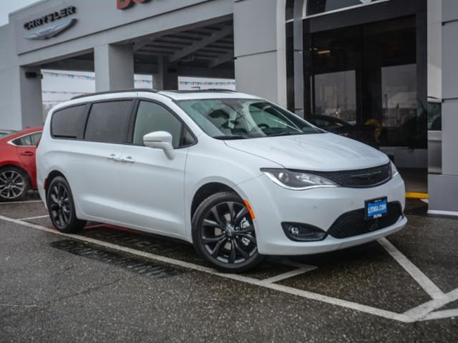 New 2019 Chrysler Pacifica LIMITED Passenger Van in Concord, CA