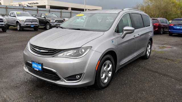 New 2018 Chrysler Pacifica Hybrid TOURING L Passenger Van Eureka, CA