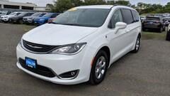 2017 Chrysler Pacifica Hybrid PREMIUM Passenger Van
