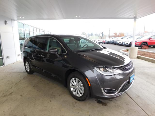 2018 Chrysler Pacifica Passenger Van