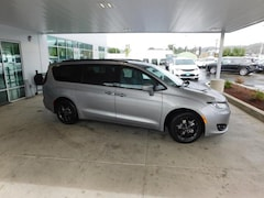 2019 Chrysler Pacifica TOURING L PLUS Passenger Van Roseburg, OR