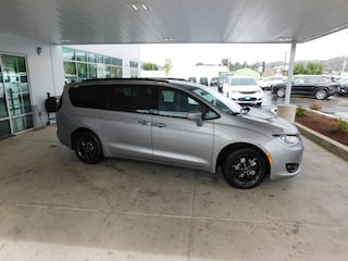 New 2019 Chrysler Pacifica TOURING L PLUS Passenger Van Roseburg, OR