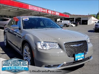 New 2018 Chrysler 300 LIMITED Sedan Medford, OR