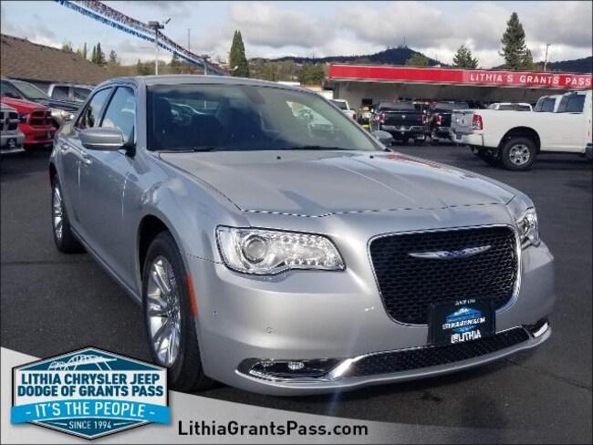 New 2019 Chrysler 300 TOURING L Sedan Grants Pass, OR
