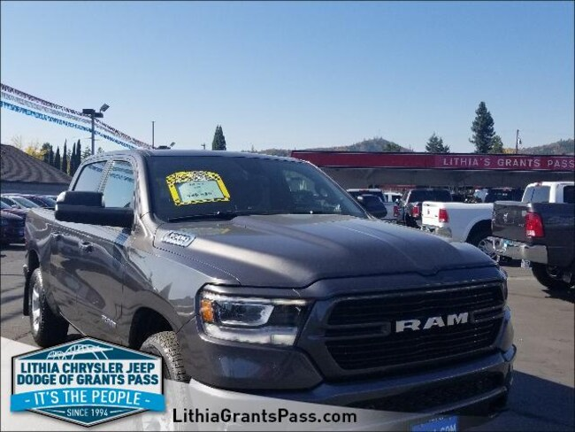 New 2019 Ram 1500 BIG HORN / LONE STAR CREW CAB 4X4 5'7 BOX Crew Cab Grants Pass, OR