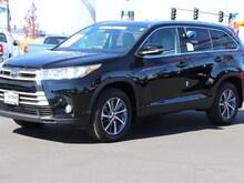 New 2019 Toyota Highlander XLE V6 SUV serving Medford, OR