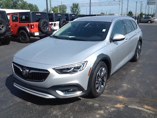2018 Buick Regal TourX Essence Wagon W04GV8SX4J1124254