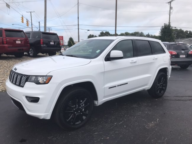 New 2019 Jeep Grand Cherokee ALTITUDE 4X4 Sport Utility 1C4RJFAG6KC532115 Elkhart