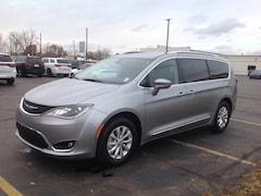2019 Chrysler Pacifica TOURING L Passenger Van 2C4RC1BG6KR575985