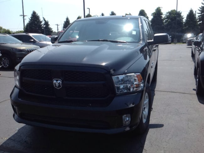 New 2018 Ram 1500 EXPRESS CREW CAB 4X4 5'7 BOX Crew Cab 3C6RR7KT8JG210377 for Sale in Elkhart IN