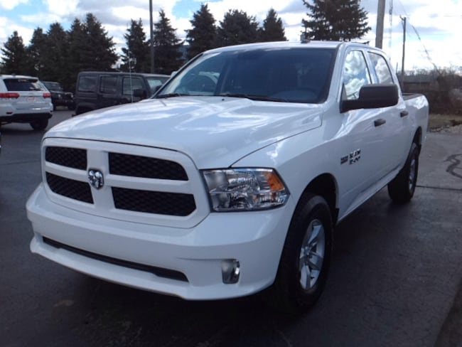 New 2018 Ram 1500 EXPRESS CREW CAB 4X4 5'7 BOX Crew Cab 3C6RR7KTXJG195901 for Sale in Elkhart IN