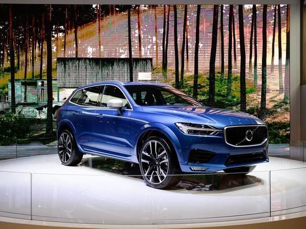 2018 Volvo XC60 Vehicle Reviews | Lovering Volvo Nashua