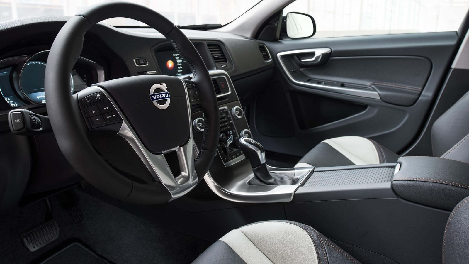 volvo-s60-crosscountry-interior-driver-view-v1