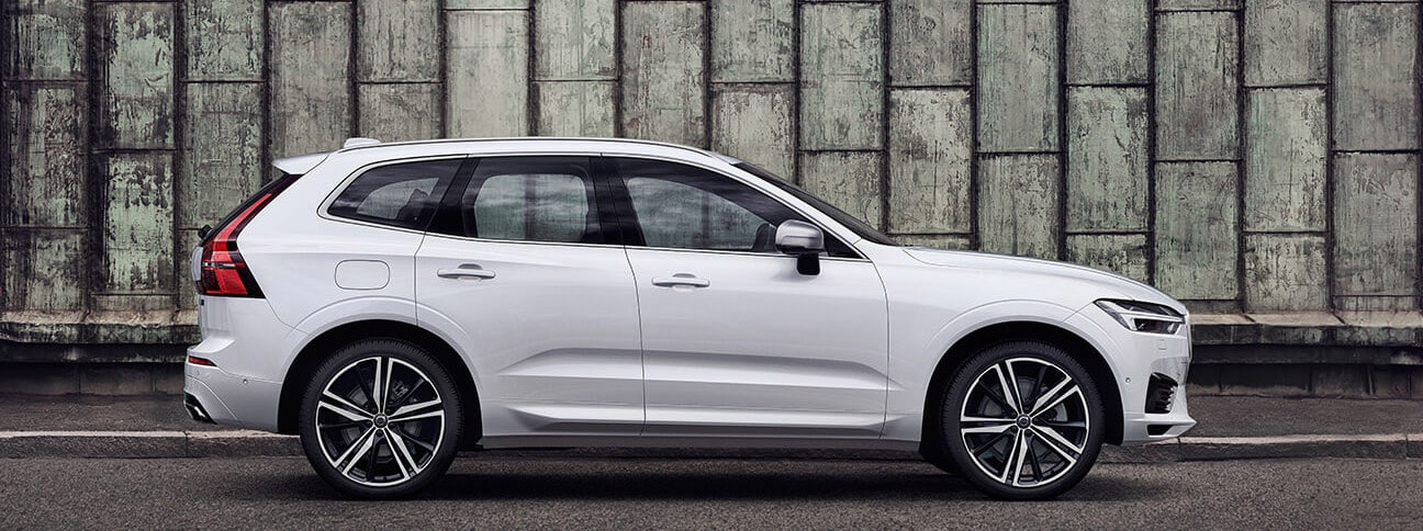 2018 Volvo XC60 side profile