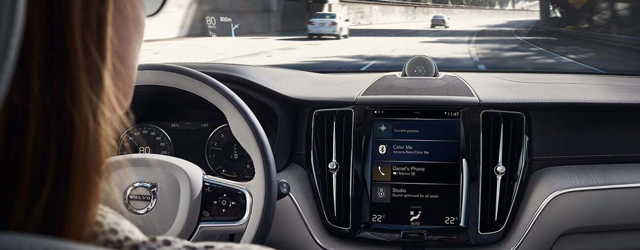 2018 Volvo XC60 technology dashboard banner