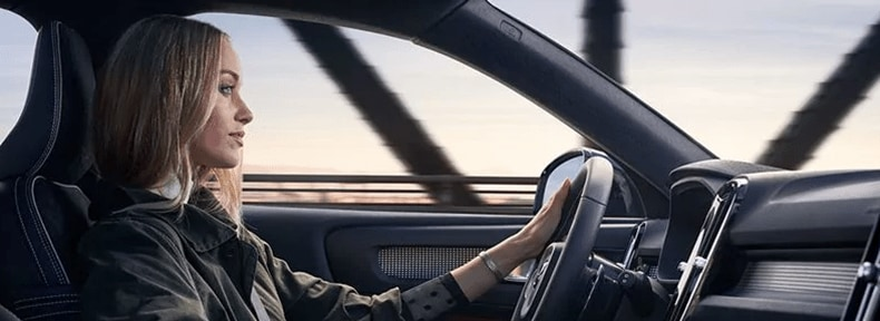 2018 Volvo XC40 driving banner