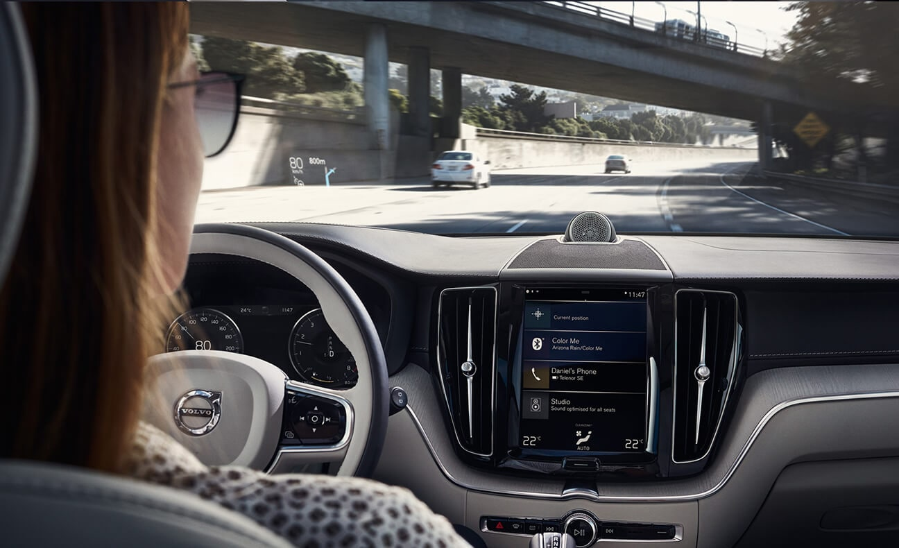 Woman driving a 2018 Volvo XC60
