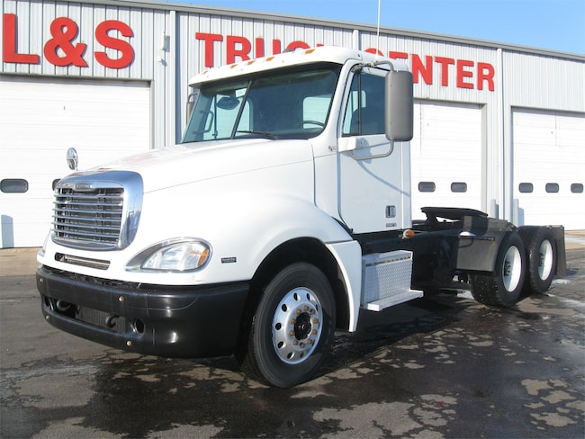 2007 Freightliner Columbia 120 Day Cab Tractor