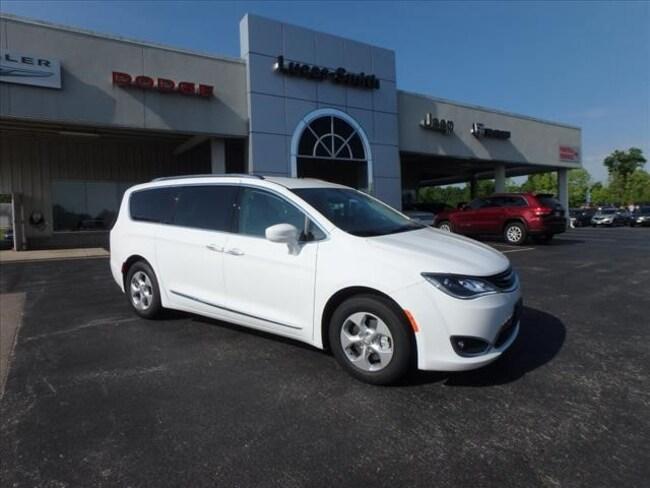 New 2018 Chrysler Pacifica Hybrid TOURING L Passenger Van For Sale Festus, Missouri