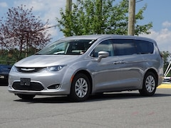 2018 Chrysler Pacifica Touring Plus FWD Mini-van, Passenger