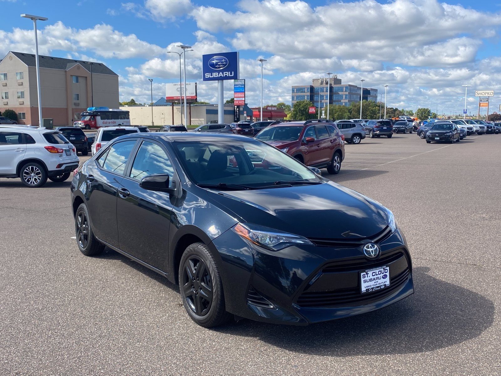 Used 2019 Toyota Corolla LE with VIN 5YFBURHE4KP919834 for sale in Saint Cloud, Minnesota