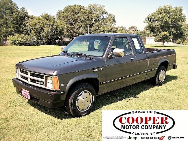 1990 Dodge Dakota 2WD Club Cab Compact Truck