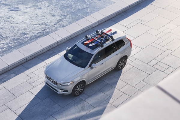 New Volvo XC90 with skis