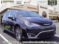 2018 Chrysler Pacifica Hybrid LIMITED Passenger Van 2C4RC1N70JR358524