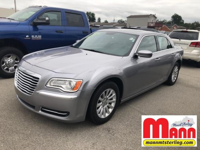 2014 Chrysler 300 4dr Sdn RWD Car