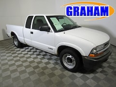 2001 Chevrolet S10 Pickup 2WD LS Compact Truck