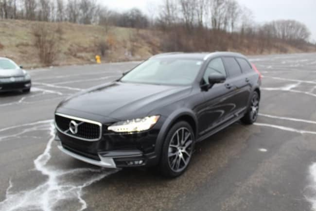 New 2019 Volvo V90 Cross Country T6 Wagon in kalamazoo MI