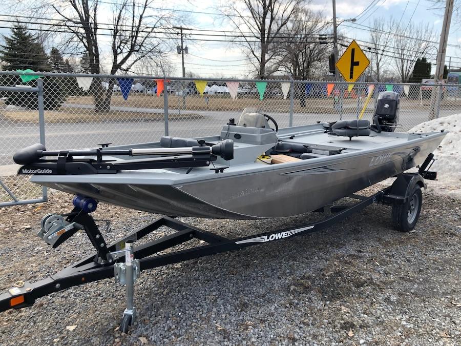 2019 Lowe Boats Stryker 17