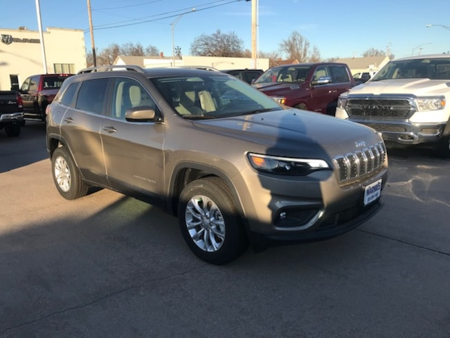 New 2019 Jeep Cherokee LATITUDE 4X4 Sport Utility in Great Bend