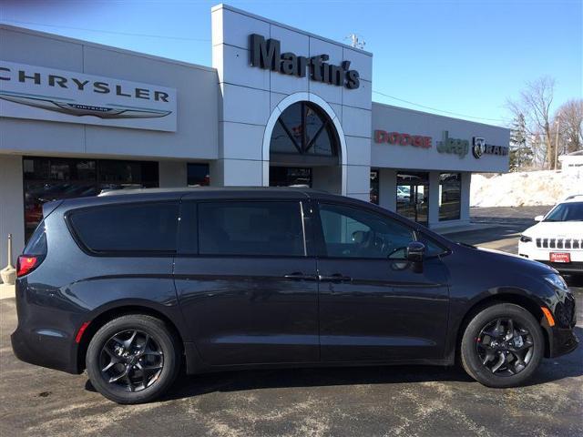 2019 Chrysler Pacifica TOURING PLUS Passenger Van