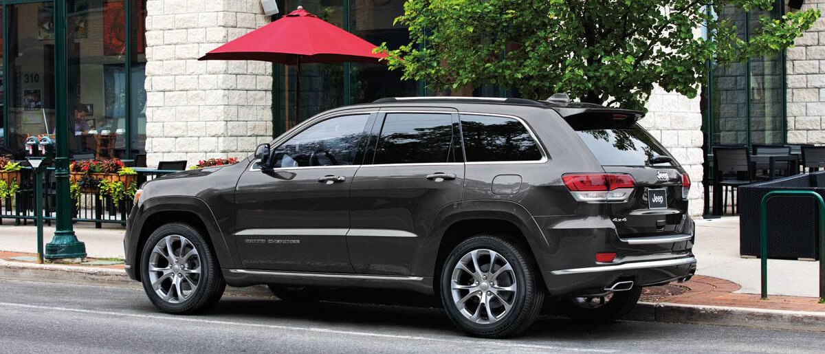 2019 Jeep Grand Cherokee outside cafe