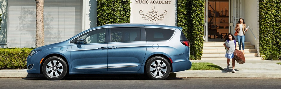 2017 Chrysler Pacifica Hybrid in Union Grove, WI