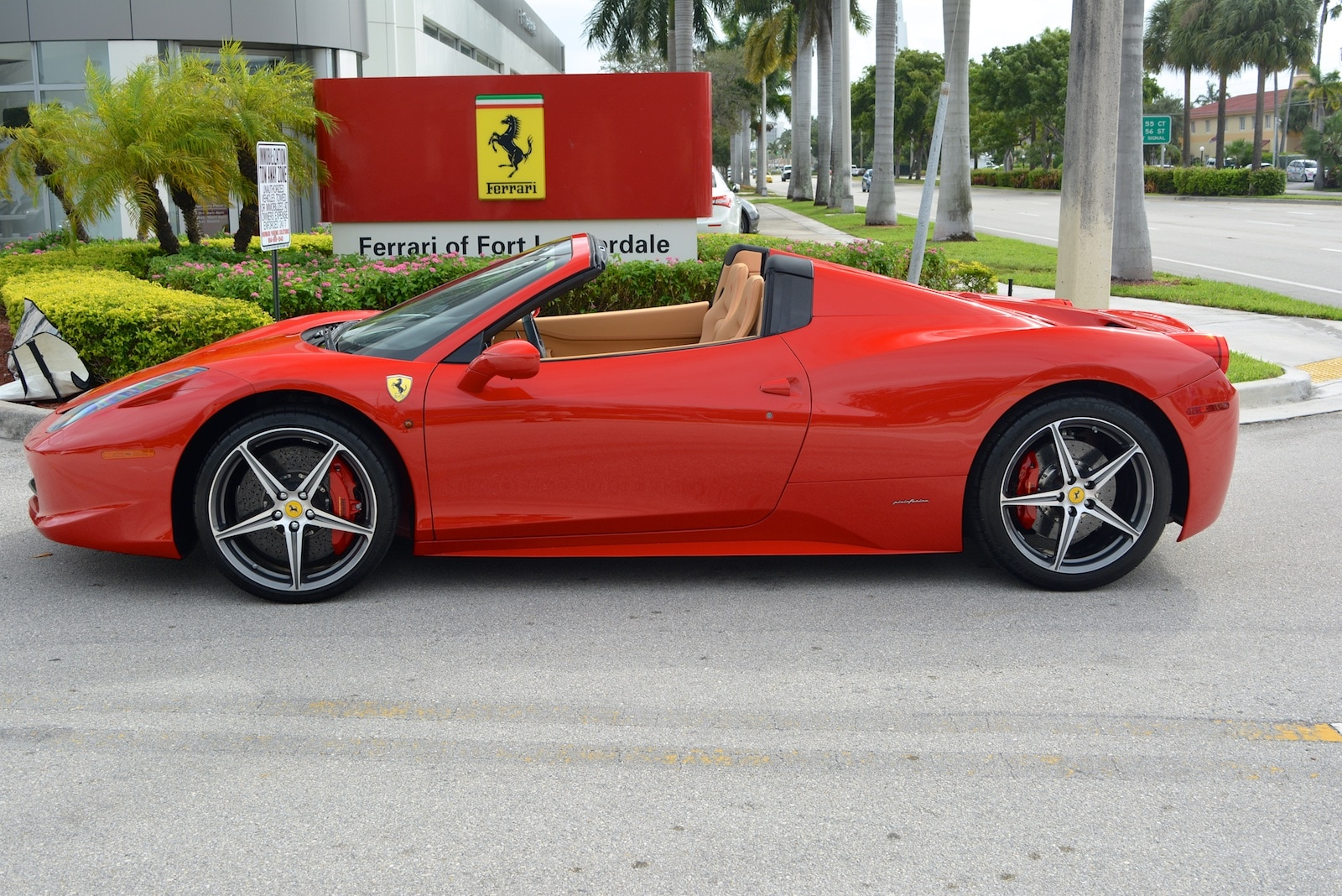 used 2013 ferrari 458 spider for sale fort lauderdale fl. Black Bedroom Furniture Sets. Home Design Ideas