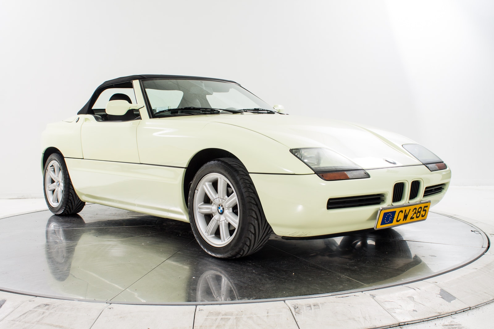 used 1990 bmw z1 for sale plainview near long island ny vin wbaba91000al05367. Black Bedroom Furniture Sets. Home Design Ideas