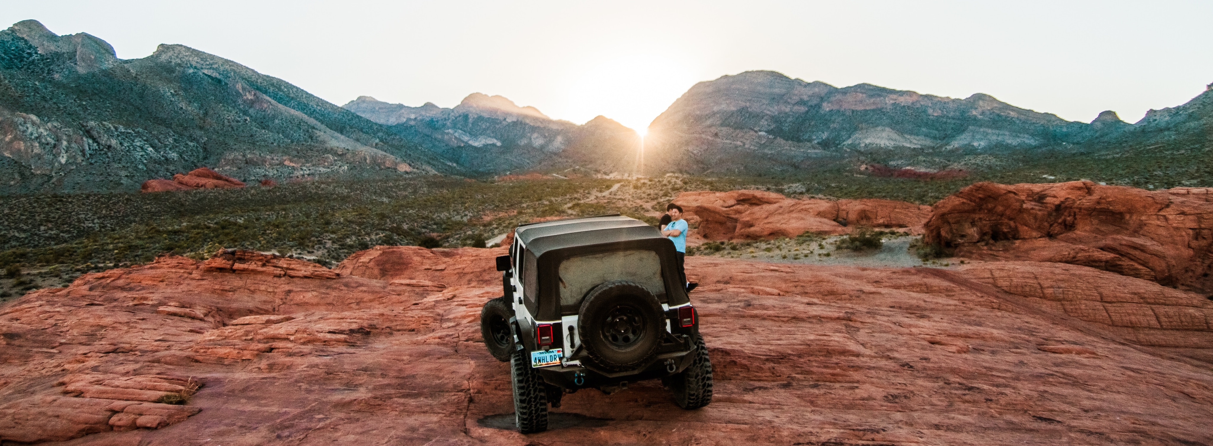 What does 4x4 mean: 4x4 Jeep off-roading on rocks