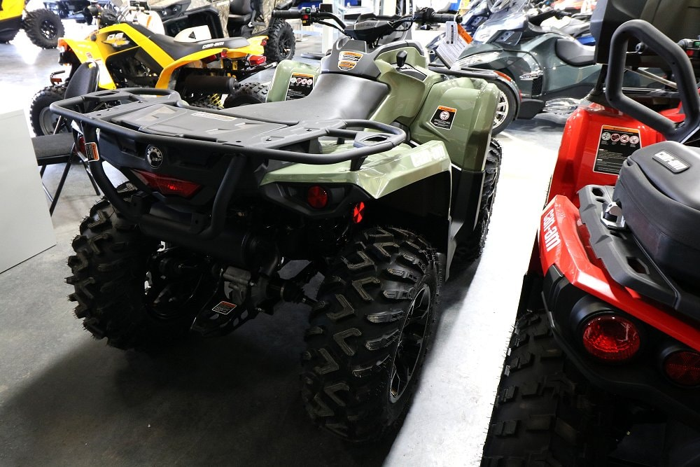 new 2017 can am outlander 570 dps for sale hawkesbury on. Black Bedroom Furniture Sets. Home Design Ideas