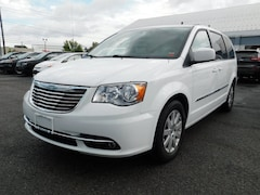 2014 Chrysler Town & Country Touring Touring  Mini-Van