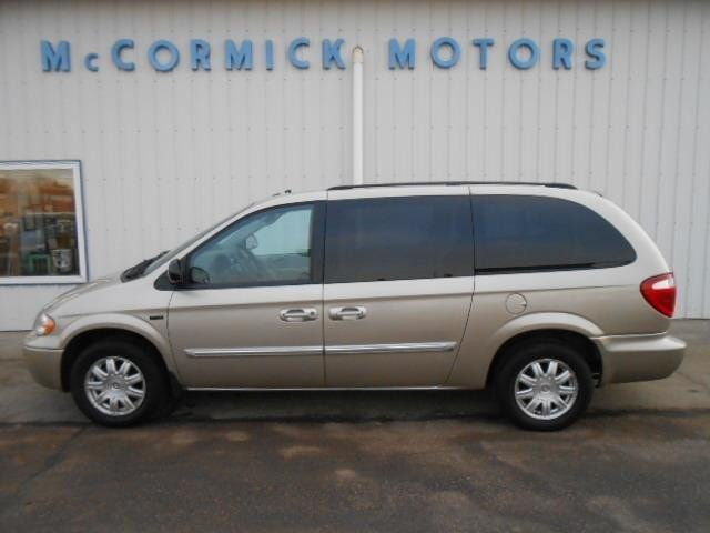 2007 Chrysler Town & Country Touring Passenger Van