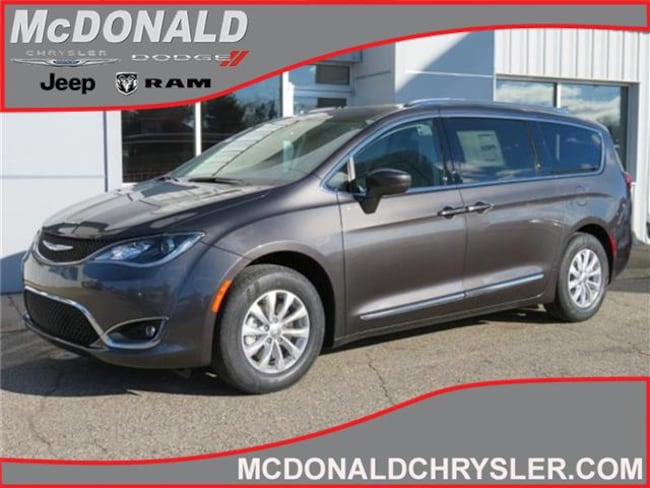 New 2019 Chrysler Pacifica TOURING L Passenger Van Near Saginaw