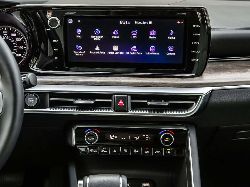 2021 Kia K5 front dash and 10-inch touchscreen