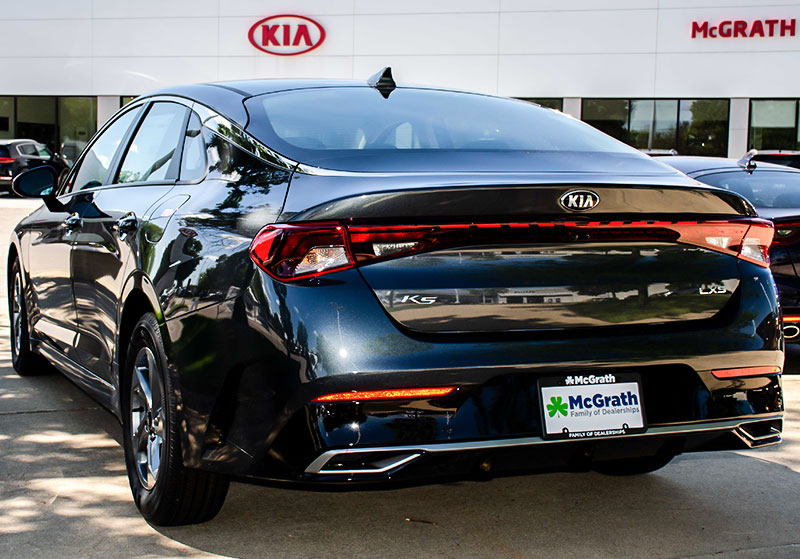 20201 Kia K5 exterior rear parked in inventory lot