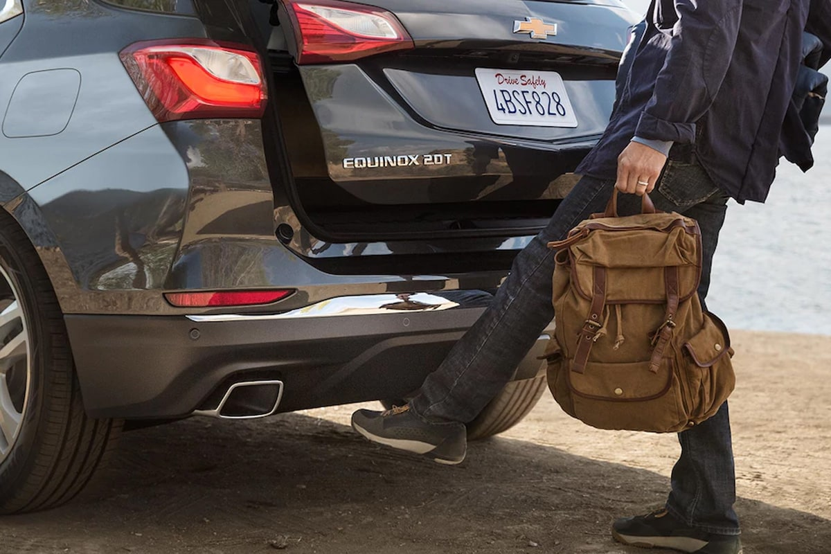 The 2018 Equinox features available hands-free gesture liftgate that opens with the simple motion of your foot